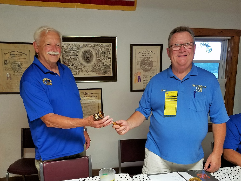 Incoming President Lion Don McComb receiving the gavel from Current President Steve Malone.