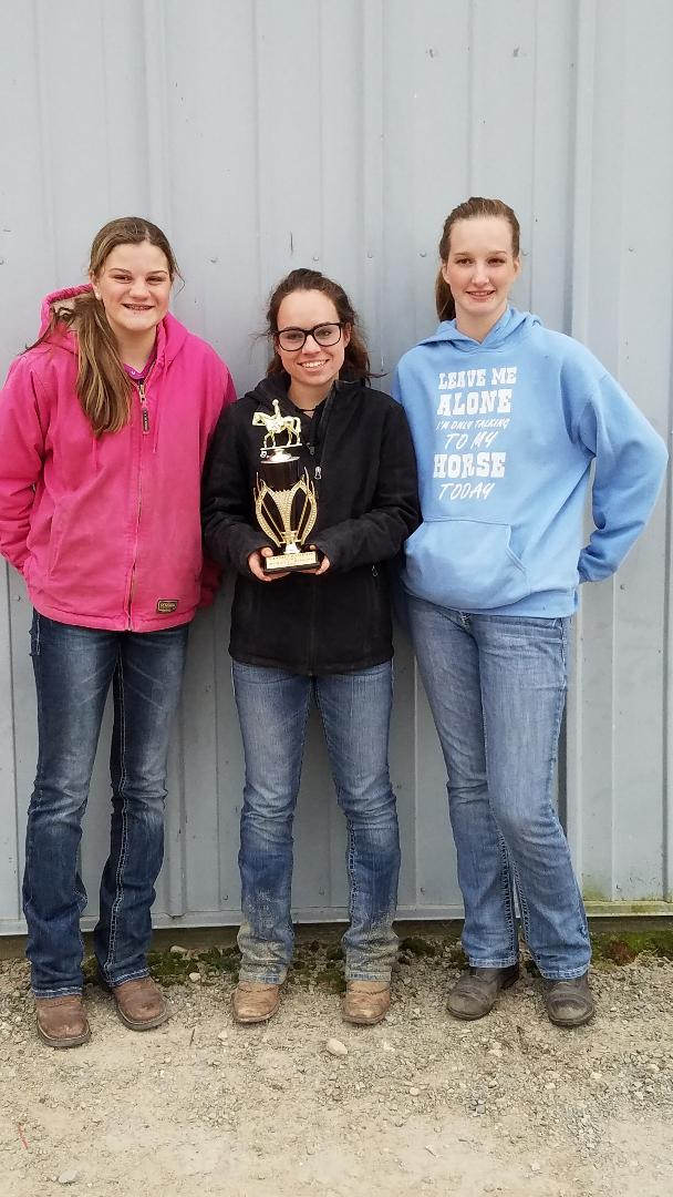 Emma, Grace and Andrea with their Grand Champion trophy.