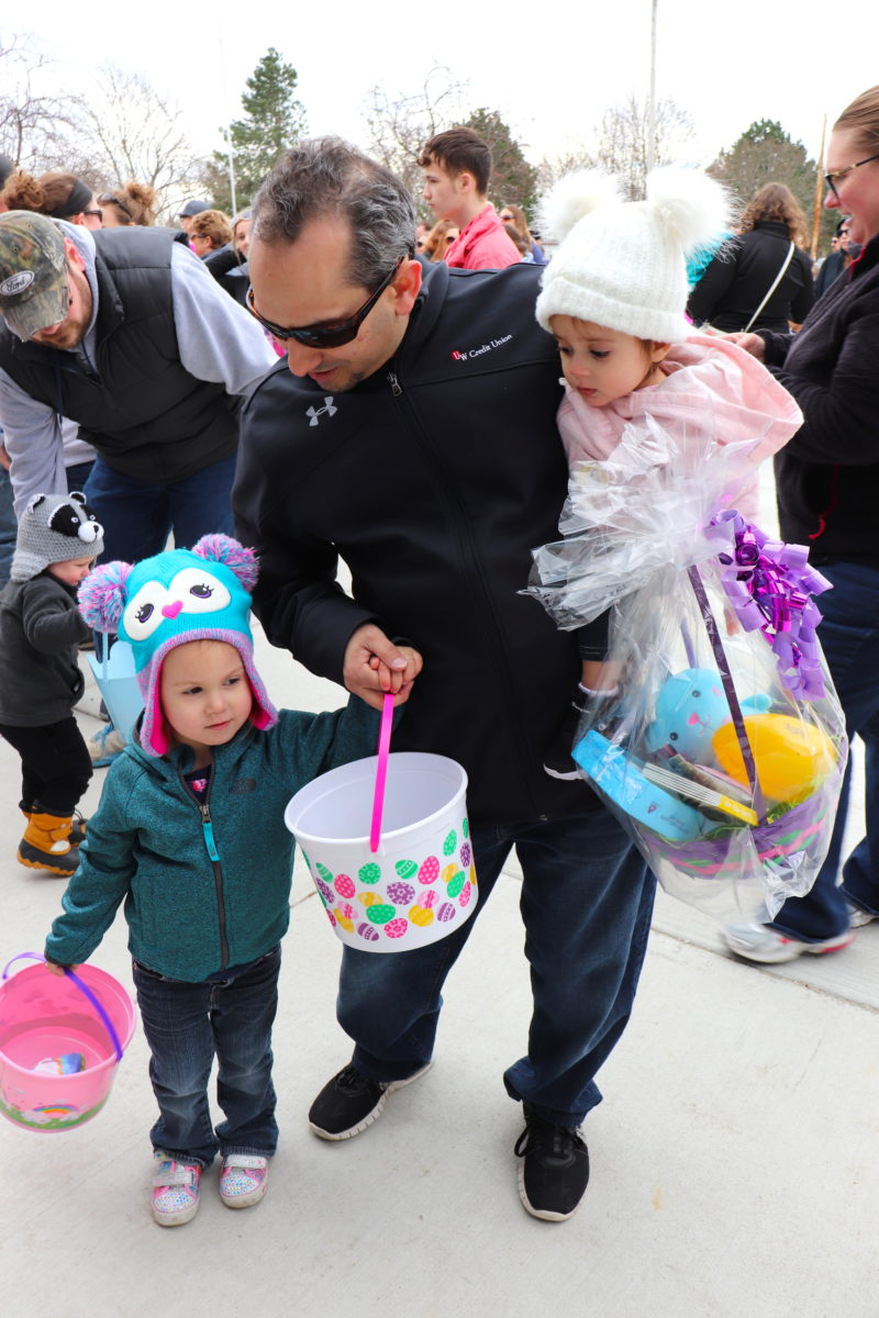 Parents helping their children get goodie bags after the hunt.