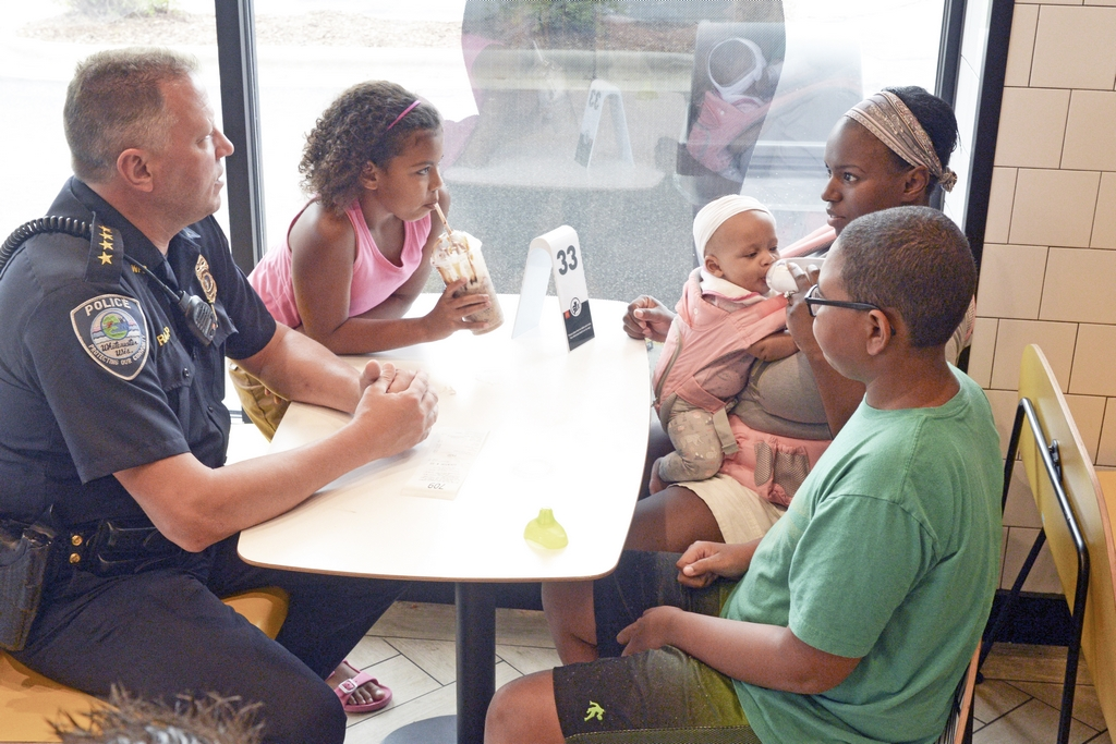 Cone with a Cop 8-22-19 #316 L = Chief Aaron Rapp, Ame, infant Everly, mom Maryann, & Tai Zimmerman (R6)