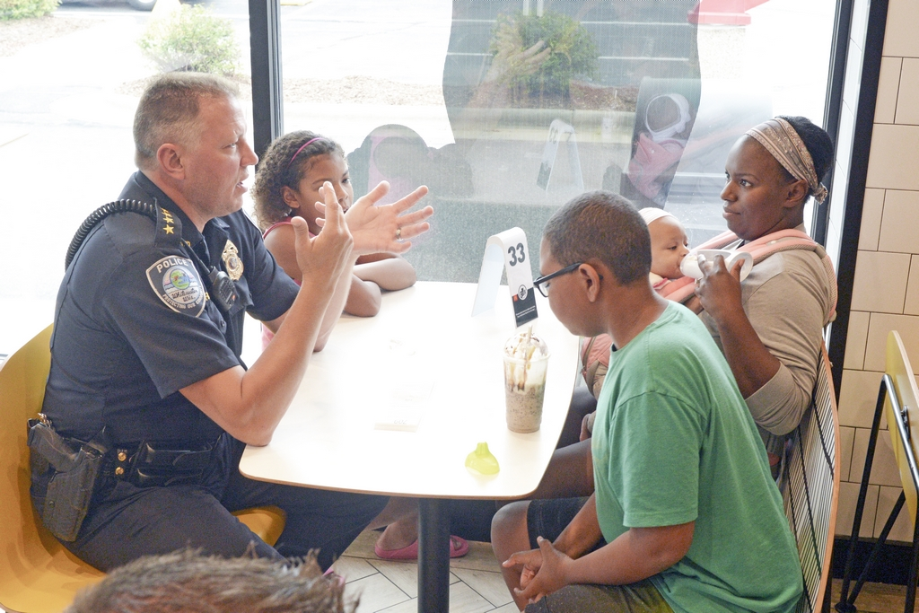 Cone with a Cop 8-22-19 #317 L = Chief Aaron Rapp, Ame,Tai, infant Everly, mom Maryann Zimmerman (R6)