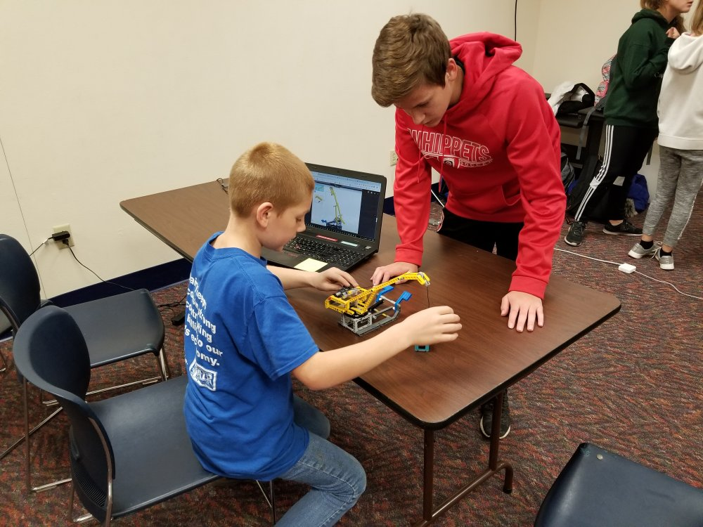 Elijah Helps a Student Troubleshoot the Elevator Mission